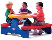 طاولة ذات مقعد مزدوج